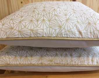 Gold geometric pattern pillow cover
