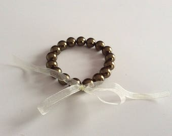 Organza and khaki beads bracelet.