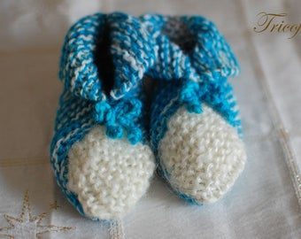 Creamy white baby booties hand knitted turquoise blue