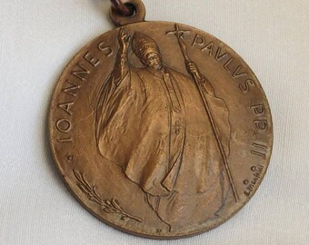 Vintage copper medal keychain keyring. Pope John Paul II visit to the Netherlands 1985. Designed by Enrico Manfrini Italy Vatican