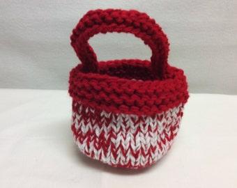 Knit Valentine's Day baskets