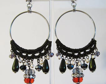High-quality jewellery pendant earrings with crocheted cotton, resin and silver alloy.