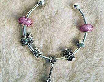Bracelet with fuchsia charm