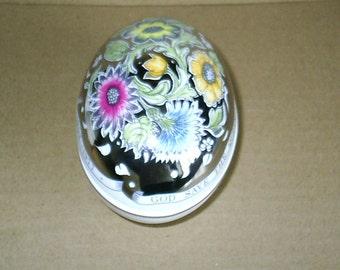 Wedgwood Susie Cooper Queen Silver Jubilee Egg Box