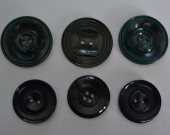 6 Vintage plastic buttons BL2