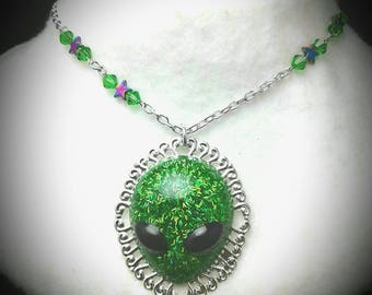 Alien Cameo Green Glitter star beads