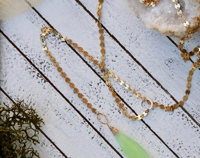Green Parrot Chalcedony and Gold Disk Lariat Necklace