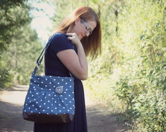 Messenger Bag, Meduim Faux Leather Bag, Navy Handbag, Navy Blue Purse, Pleather Bag, Vegan Leather Purse, Pleated Purse, Triangle Purse
