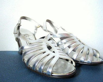 Vintage 60s Silver Sandals with Slight Heel Size 6.5B