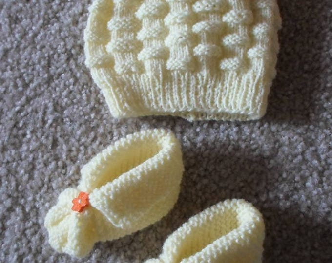 Newborn Baby Set - Hat and Socks - Handknitted Baby Booties and Hat - Infants - Newborn Baby - Color Yellow