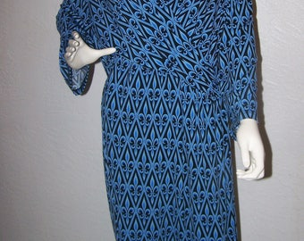 Vintage 1990s Bob Mackie Wearable Art Wrap Dress Blue and Black Print Size 3X Plus Size Sexy Trendy Womens Dresses Summer Business Casual