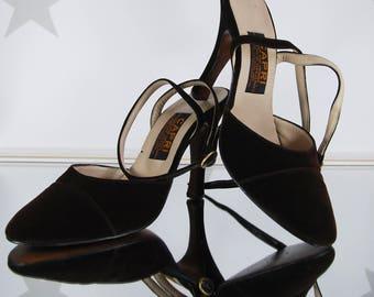 vintage velvet heels, vintage high heels, vintage brown velvet high heels.