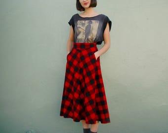 Plaid Skirt... Wool Skirt... Red and Black Plaid... Vintage Plaid Skirt... Vintage Wool Skirt... Holiday Skirt... Winter Skirt