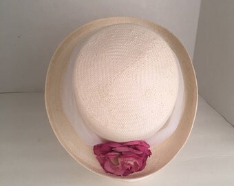 White Straw Breton Hat with Tulle and Pink Flower Importina Woven Raffia Summer Wedding Garden Party Narrow Brim Hat 90s vintage
