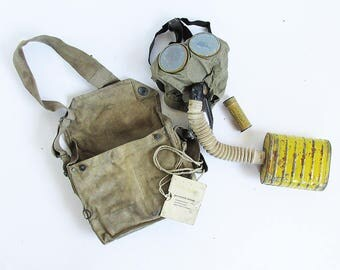 World War I U.S. Army Gas Mask with Shoulder Bag and Instruction Card