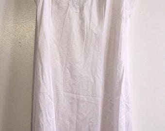 Vintage Women's Slip Made by Vanity Fair White Size 36 Lace 100% Nylon
