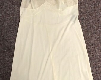 Vintage Women's Slip Made By Vanity Fair Size 40 Off White Lace Made in the USA