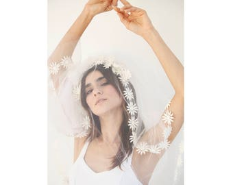 White Daisy Vintage Below Shoulder Length Wedding Veil