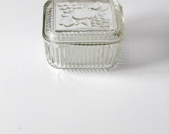 Federal glass refrigerator dish with lid, ribbed glass storage box