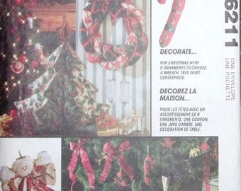 Vintage Holiday Craft Sewing Pattern McCall's 6211 Traditional Country Christmas Decorations, Wreath Stocking Ornaments, Uncut Factory Folds