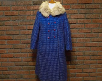 Vintage 60s Textured Blue Double-Breasted Stroller Coat with Raccoon Fur Collar Women's M