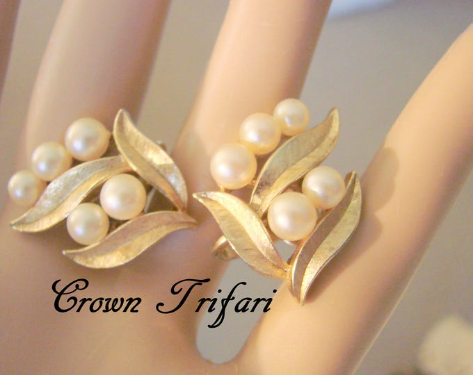 Classic Crown Trifari Pearl Earrings / Designer Signed / Simulated Pearls / Textured Goldtone / Vintage Jewelry / Jewellery