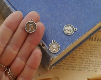 "20pcs Antique Silver Small Coin ""Queen Elizabeth The Second"" Charms Drops 16mm (SC3272)"