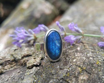 Labradorite Sterling Silver Ring. Oval Dark Blue and Gray with Royal Blue Flash Labradorite Stone. Hammered Textured Band. US Ring 6.25