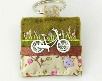 cycling gift, bike keyring, bicycle keychain, cycling present, gift for cyclist, biker gift, cycling accessory, handmade cyclist, made in UK