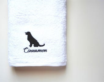 Golden Retriever Towel / Personalized Towel / Gift / Monogrammed Towel / Hand Towel / Pets Towel / Bath Towels / Embroidered Towel