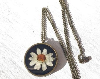 Real Daisy necklace, statement necklace, boho necklace, gifts for woman, birthday gift, Unique necklaces for women, resin jewelry, handmade