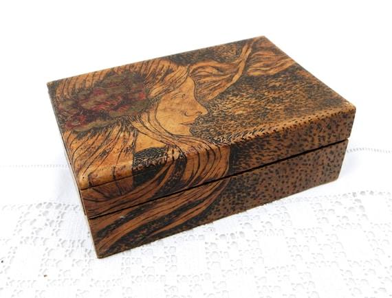 Antique Poker Work Pyrography Wooden Jewelery / Jewellery Box Art Nouveau Design with Portrait of a Woman, Poker Work Motif Trinket Casket