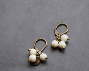 Short earrings 3 pearls on sleeper brass bronze