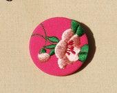 Petite broche fleur de cerisier