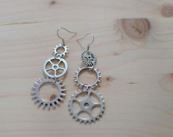 Gears in Silver earrings - dangling earrings asymmetrical - clockwork - steampunk - industrial style