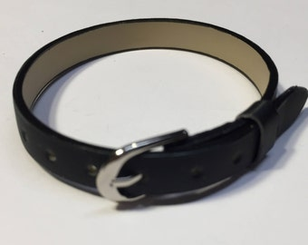 HOLIDAY SALE: 5 Child Black Bracelets, Party Favors, Gifts, Flat Leather Finding, Jewelry Supplies,