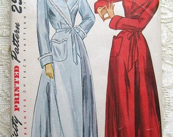 """Vintage 50s Robe and Housecoat.  Simplicity 2236 Sewing Pattern. Size 14 Bust 32"""""""