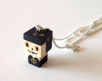 """Collier chaîne bille pendentif figurine cubique """"Calavera"""" noire et dorée"""