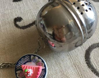 Tea infuser with charm