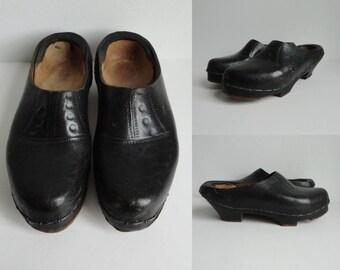 Black 40s Tooled Leather Vintage Clogs // Size 38