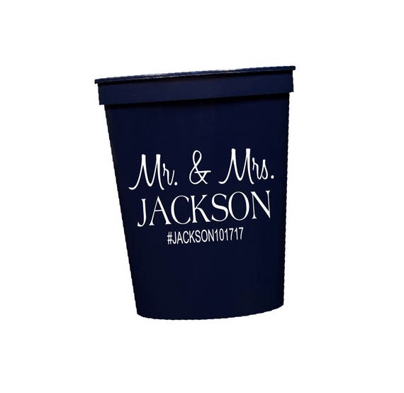 Mr and Mrs Cups, Personalized wedding cups, Reception Stadium Cups, Plastic party cups, Monogram Cups, Wedding Favor, Southern Wedding