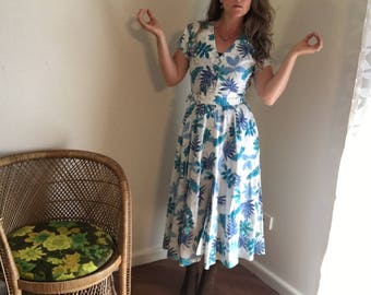 Gorgeous 50's Day Dress, Summer Dress, High Waist, Belted, Midi Length, Buttons Down Front, Tropical Print, Cotton, Size Small-S