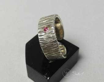 Unisex ring Ruby spinel in silver 925 textured. Adjustable