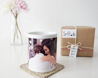 Mug personalizes with photo