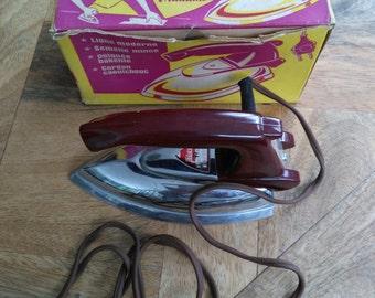 Vintage toy iron-1950 bakelite handle