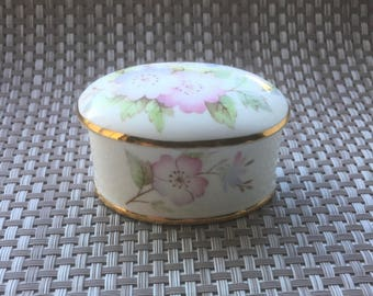 Queensway bone china trinket / pill box with ' Clematis ' pattern