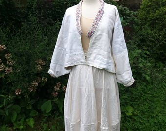 White Cardigan in the Borostil of pieces of old linen damask
