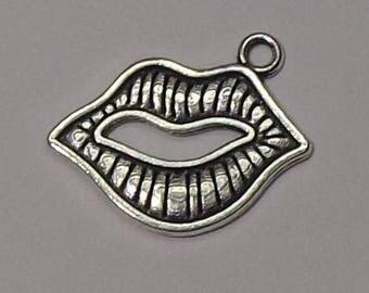 """Mouth"" Silver charm pendant"