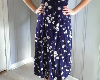 Classic 90's Daisy Button-Up Dress