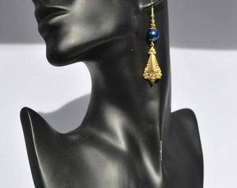 Retro-inspired earrings.